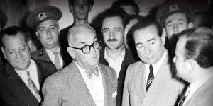Link: Celal Bayar (President van Turkije vanaf 22 mei 1950 – 27 May 1960) Rechts: Adnan Menderes (Premier van Turkije vanaf 22 mei 1950 –27 mei 1960)